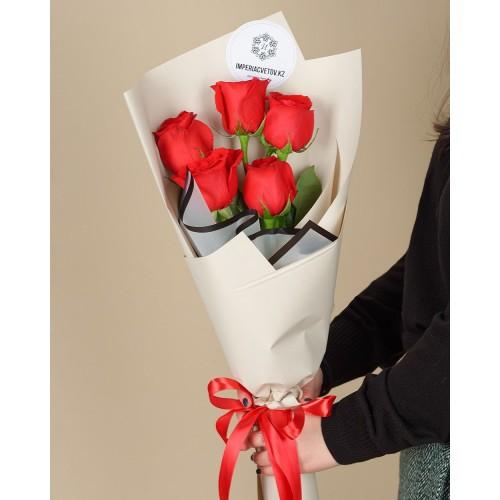 Купить на заказ Букет из 5 красных роз с доставкой в Туркестане