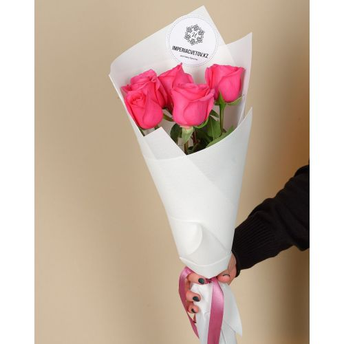 Купить на заказ Букет из 5 розовых роз с доставкой в Туркестане
