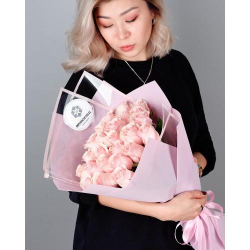 Купить на заказ Букет из 25 розовых роз с доставкой в Туркестане