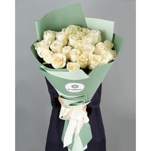 Купить на заказ Букет из 25 белых роз с доставкой в Туркестане