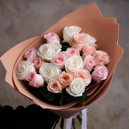 Купить на заказ Букет из 21 розы (микс) с доставкой в Туркестане