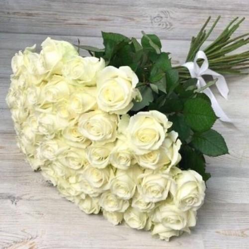 Купить на заказ Букет из 51 белой розы с доставкой в Туркестане