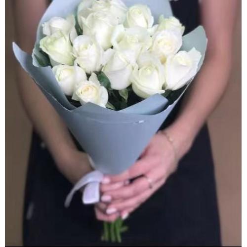 Купить на заказ 15 белых роз с доставкой в Туркестане
